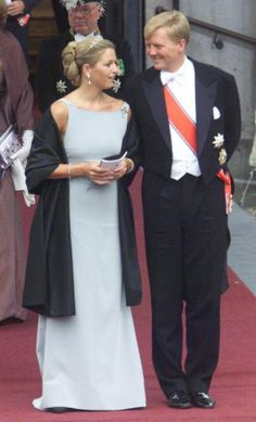 Willem-Alexander, the Prince of Orange with his fiancée Máxima Zorreguieta outside Oslo Cathedral; wedding of Crown Prince Haakon of Norway and ms. Mette-Marit Tjessem Høiby, August 25th 2001