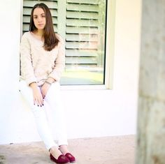 New blogger from Mexico: Cordelia Ruiz, amazing combo of winter white and wine colored shoes!  www.lolyinthesky.com