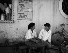[Photos] Raymond Depardon's 1992 Vietnam: The Many Faces of Hanoi - Saigoneer Many Faces, Vietnam War, Hanoi, Southeast Asia, Night Life, The Past, Street Food, Activities, Pictures
