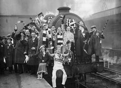How much do you still wish there were special football trains today? Here Arsenal fans are at London's King's Cross station to catch the train to Huddersfield for the FA Cup semi final against Grimsby in 1936 Grimsby Town Fc, Community Shield, Image Foot, English Premier League, Old London, London View, Professional Football, Semi Final, Great Team