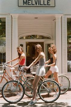 Vintage Bike Girl Friends Ideas For 2019 Retro Aesthetic, Summer Aesthetic, Sky Aesthetic, Flower Aesthetic, Purple Aesthetic, Travel Aesthetic, Shooting Photo Amis, Foto Glamour, Vintage Outfits