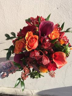 #vibrant #bridalbouquet #vibrantflowers #germim #callalilly #burntorangerose #orangerose #rose #cerise #red #autumnalbouquet ~autumnwedding