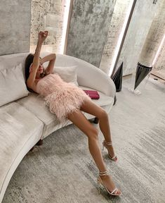 The cutest pink feather dress Jlo Style, Cute Dresses, Cute Outfits, Feather Dress, Liam Hemsworth, Dress To Impress, Going Out, Prada, Fashion Outfits