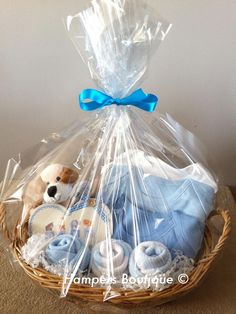 a beautiful baby hamper, perfect for additions, baby showers, or that special gift! Canasta Para Baby Shower, Regalo Baby Shower, Idee Baby Shower, Baby Shower Registry, Baby Shower Gift Basket, Shower Bebe, Baby Baskets, Baby Boy Shower, Gift Baskets