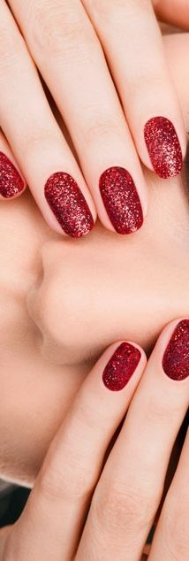 Sparkly red mani.