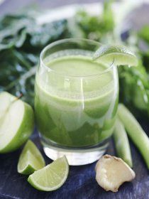 GREEN JUICE FOR DIABETICS: Green juices are an excellent inclusion in a diabetic's diet for what they do for healing, and reducing blood sugar level. This green juice combo is rich with the necessary nutrients that have insulin-like and diuretic effects Diabetic Smoothie Recipes, Diabetic Drinks, Detox Juice Recipes, Green Juice Recipes, Fruit Smoothie Recipes, Good Smoothies, Juice Smoothie, Juice Cleanse, Diabetic Fruit