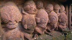 Estas estatuas antiguas se encuentran en Nuku Hiva, la isla más grande del archipiélago de las Marquesas en la Polinesia Francesa.¿A que les recuerda?.Son casualidades