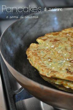Pancakes di zucchine e semi di sesamo