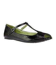 CUTE!  I love a T strap and a peep toe!!  Blowfish Women´s Stila Peep-Toe T-Strap Flats