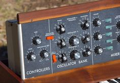 Minimoog Model D Vintage Analog Synthesizer with old osc, very early RA moog boards Synthesizer Music, John Thomas, Famous Musicians, Audio Sound, Staten Island, Sound Waves, Sound Effects, Electronic Music, Musical Instruments