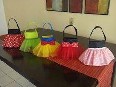 ディズニープリンセスバッグが簡単に作れる方法~低価格でスピード仕上がり【ハンドメイド】がミシンなしでもできる!! Fall Crafts, Diy And Crafts, Unicorn Gift Bags, Sewing Crafts, Sewing Projects, Girl First Birthday, Craft Activities For Kids, Hobbies And Crafts, Birthday Party Decorations
