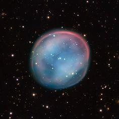 Los objetos Messier: la Nebulosa del Búho (Messier 97) es una nebulosa planetaria, producida por una estrella al final de su vida, a unos 2.600 años-luz de distancia del Sistema Solar. Es una de las nebulosas planetarias más complejas que podemos observar. #astronomia #ciencia