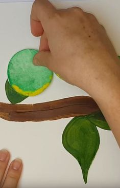 Funny caterpillar picture made of cotton pads Caterpillar Pictures, Cotton Pads, Plastic Cutting Board, Tutorials, Funny, Diy, Bricolage, Funny Parenting, Do It Yourself