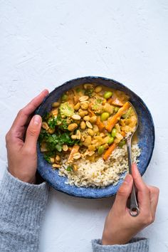 Vegan panang with peanutbutter carrots edamame and coconut milk. Asian Recipes, Veggie Recipes, Vegetarian Recipes, Cooking Recipes, Healthy Recipes, Soup Recipes, Vegan Stew, Superfood Salad, Veggie Dinner