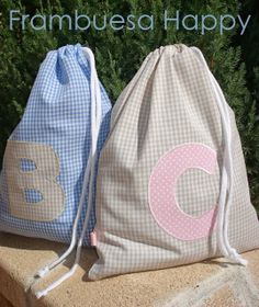 BOLSA DE MERIENDA: Al cole pequeños!! | FRAMBUESA HAPPY Patchwork Baby, Patchwork Patterns, Love Sewing, Baby Sewing, Fabric Bags, Fabric Scraps, Library Bag, String Bag, Quilted Bag