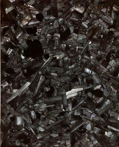 LEE Bae, Issu du feu, 2000, 163 x 130 cm, charbon de bois sur toile. © Lee Bae/D.R.