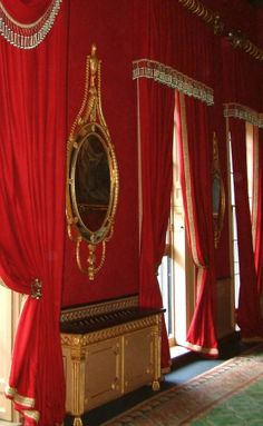 English Georgian Gilt Mirror Bespoke Carved Rails and Finials and Air Conditioning Cabinets