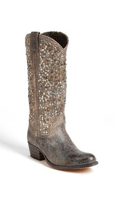 Sparkle boots. In love!