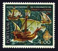 Selo da República Portuguesa de 1969 comemorativo do 5º centenário do descobrimento de Vasco da Gama com a frota de 4 navios de Vasco da Gama à Índia.  Vasco da Gama (1460/9-1524) - A frota largou de Portugal a 08/07/1497 e a A 20/05/1498 e, Vasco da Gama chegava a Calecute (hoje Kozhikode), na costa do Malabar – Índia.  A  frota de 4 navios (guarnecida com canhões e aparelhadas com as mais modernas cartas náuticas e instrumentos de navegação existentes à data.