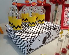 Caixa Bandeja Festa Snoopy Snoopy Birthday, Snoopy Party, Birthday Fun, 1st Birthday Parties, Charlie Brown Snoopy, Charlie Brown Christmas, Bolo Snoopy, Zoo Party Themes, Cowboy Party