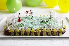 Fotballkake til bursdagsbarnet? - Baking for alle Holidays And Events, Panna Cotta, Happy Birthday, Baking, Cake, Ethnic Recipes, Desserts, Food, Happy Brithday