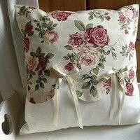 Sweet Harmony by Katia cuscini decorativi Shabby Chic Pillows, Cute Pillows, Diy Pillows, Decorative Pillows, Cushion Covers, Pillow Covers, Sewing Crafts, Sewing Projects, Sewing Pillows