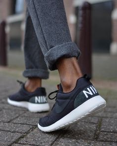 innovative design 283e8 27d5a The new Roshe One Retro combines the classic Roshe looks with vintage Nike  branding on the