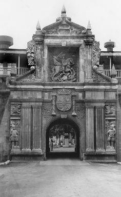 The Gate of Fort Santiago (1930's photo via John Tewell) Built in 1714. Destroyed 1945. Rebuilt 1982.
