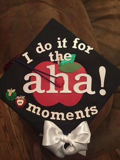 l do it for the a-ha moment! - 20 Grad Caps for Teachers graduation graduationcap Education graduation cap 20 Graduation Caps for Teachers 791648440735521102 Teacher Graduation Cap, College Graduation Pictures, Graduation Cap Designs, Graduation Cap Decoration, Grad Cap, Graduation Ideas, Graduation Parties, Grad Pics, Graduation Gifts