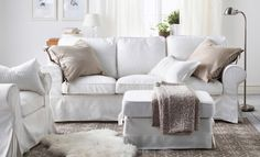 Soggiorno luminoso - Come abbinare divano e poltrona per un soggiorno in stile shabby chic.