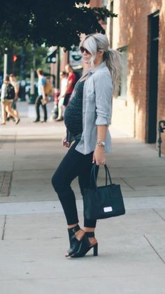 51 Amazing Maternity Street Style Shots for Fashion Inspiration . Cute Maternity Outfits, Stylish Maternity, Pregnancy Outfits, Maternity Wear, Fall Maternity Fashion, Maternity Styles, Maternity Swimwear, Pregnancy Fashion, Maternity Clothing