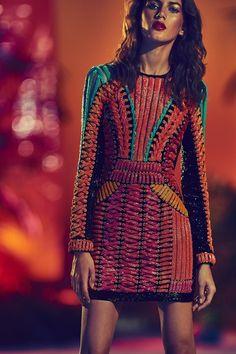 The complete Balmain Resort 2017 fashion show now on Vogue Runway. Fashion Week, Fashion 2017, Look Fashion, Runway Fashion, High Fashion, Fashion Show, Fashion Design, Fashion Trends, Fashion Details