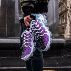 Release Date : April 14, 2018 Nike Air VaporMax Plus « Grape » Credit : DTLR