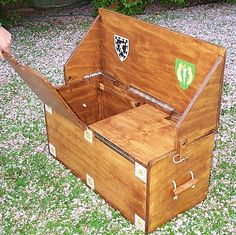 A chest which is also a bench for two. Includes cuting diagrams and instructions.