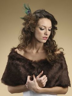 A beautiful and luxurious wholesale vintage inspired Faux Fur Bridal Wrap in Ivory fox will help you achieve warmth and glamour at any autumn and winter wedding. This top-selling 1920s inspired stole is available in Ivory Cream, White, Mink or Jet Black.