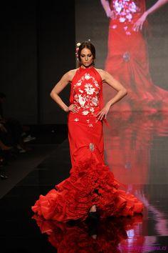 Flamenco Fashion by Lina, 2013 Flamenco Costume, Costume Dress, Flamenco Dresses, Spanish Dress, Spanish Woman, Spanish Wedding, Spanish Fashion, Dance Poses, Gypsy Dresses