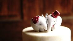 15 Awesome Ideas for Wedding Cake Toppers | Woman Getting Married