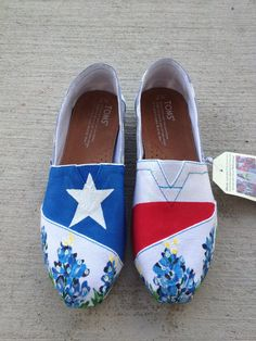 State of Texas Themed Hand Painted TOMS. This makes me want to decorate some shoes! I could totally do this haha