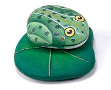 frog painted rock   Paint a collection of frogs to decorate your garden. They are nice to ...