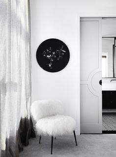 Renovation: the overhaul of an art-loving, empty-nester& Melbourne apartment: Not only did Studio Tate redecorate the space, they completely renovated it, moving walls, creating storage spaces and making the home as functionable as possible. Australian Interior Design, Grey Interior Design, Interior Design Awards, Modern Interior, Interior And Exterior, Hollywood Glamour, Vintage Hollywood, Hollywood Regency, Vogue Living