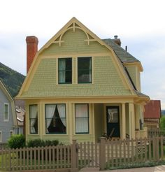Telluride: Folk Victorian Homes with Dutch Revival influences Folk Victorian, Victorian Cottage, Victorian Homes, Dutch Colonial Homes, Colonial Exterior, Gambrel Roof, House Siding, Australian Homes, Cottage Design