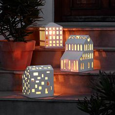 Kähler's line of handcrafted ceramic candle houses has now been extended with three new, large, candle houses for outdoor use – three modern lanterns that will melt the hearts of design lovers.