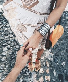 Chloe_Bag-Faye_Bag-For_Love_And_Lemons-Dress-Topknot-Soludos_Escapes-Soludos_Espadrilles-Summer-Santorini-Collage_Vintage-200