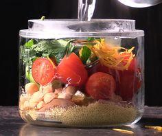 Pakkaa purkkiin lounaskeiton raaka-aineet ja kaada ruokatauolla vain kuuma vesi päälle. Höyryävä ja tuore keitto on hetkessä valmis!