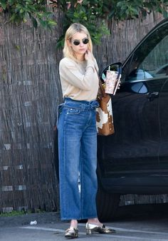 Discover recipes, home ideas, style inspiration and other ideas to try. Emma Roberts Smoking, Emma Roberts Ahs, Emma Roberts Makeup, Emma Roberts Style, Emma Roberts Boyfriend, Celebrity Moms, Celebrity Style, Hollywood Street, Robert Young
