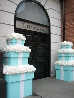 TIFFANY BLUE <-- Tiffany's realizes the mytique the Blue Box has, so they greet you with it at the entrance of this Tiffany's location ; Azul Tiffany, Tiffany Und Co, Tiffany Theme, Tiffany Wedding, Tiffany Blue Party, Tiffany Box, Tiffany Bridal Showers, Tiffany Co Party Ideas, Tiffany Store