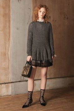 See the complete Red Valentino Pre-Fall 2018 collection.