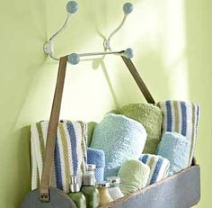 повесной ящик как полка для хранения полотенца в ванной