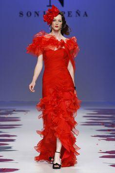 #kamzakrasou #sexi #love #jeans #clothes #dress #shoes #fashion #style #outfit #heels #bags #blouses #dress #dresses #dressup #trendy #tip #new #kiss Neprehliadnuteľná ohnivá červená - KAMzaKRÁSOU.sk