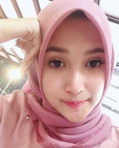 Hijaber Cute Bikin Klepek-Klepek - Jilbab Smile Beautiful Muslim Women, Beautiful Hijab, Walk In Bathtub, Girl Hijab, Muslim Girls, Hijab Fashion, Cool Girl, Cool Style, Beauty